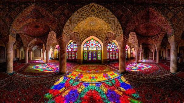 Colours of Nasir-ul-Mulk Mosque