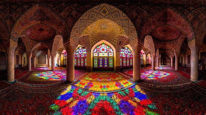 Colours of Nasir-ul-Mulk Mosque